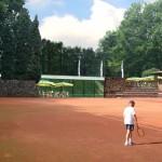 tussen tennisbaan en zwembad